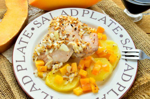 Курица, запеченная с тыквой и картофелем