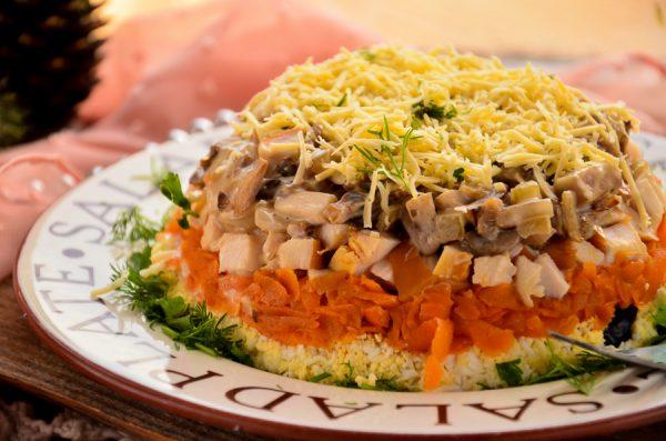 Салат-перевыртыш с копченой курицей