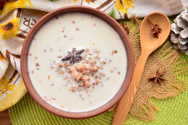 Гречневая каша с пряным молоком