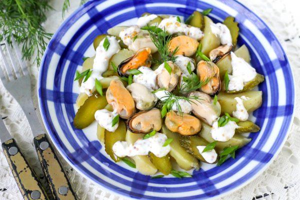 Салат с мидиями и картофелем