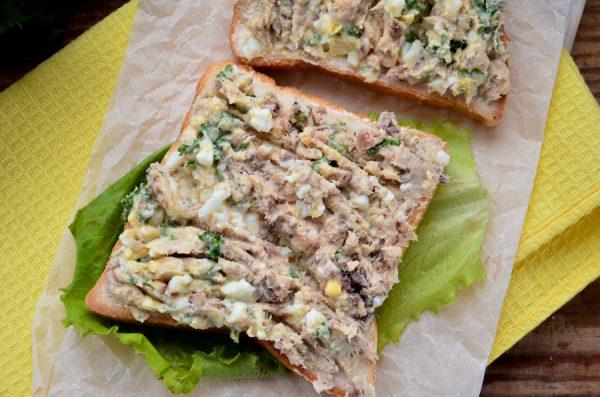 Бутерброды с сайрой и яйцом