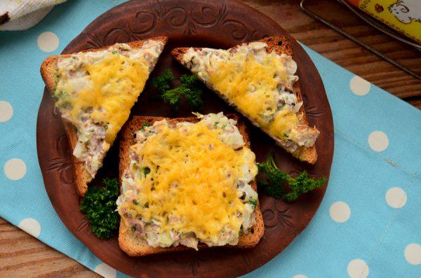 Бутерброды с сайрой в духовке