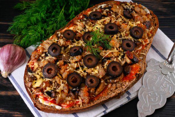 Пицца на ржаном хлебе