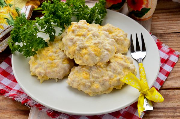 Куриные котлеты с сыром на пару
