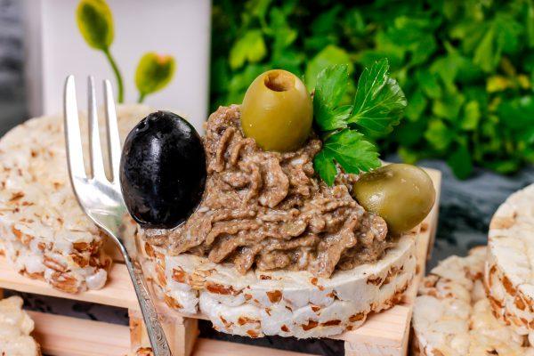 Паштет из маслин, оливок и яиц
