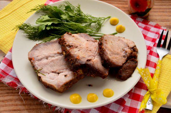 Свиной ошеек в духовке с чесноком