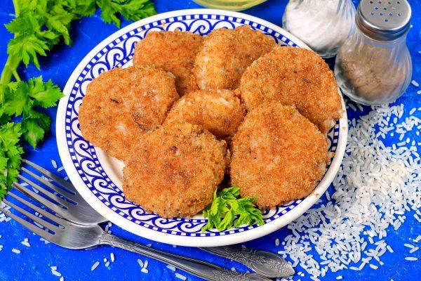 Котлеты из рыбных консервов с рисом