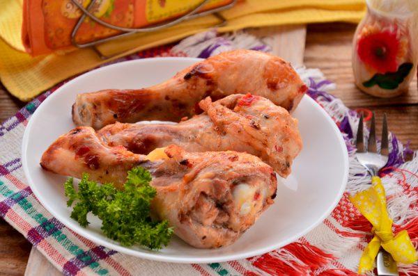 Куриные голени, запеченные с майонезом и аджикой