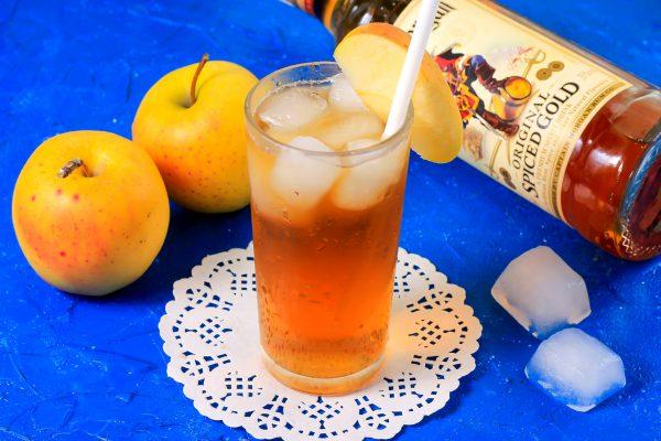 Ром с яблочным соком