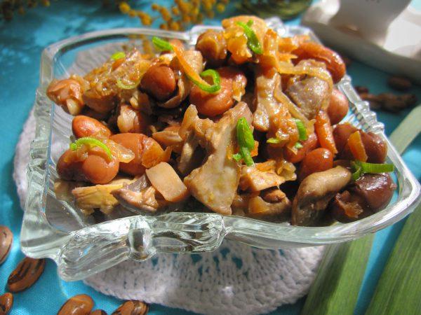 Постный салат с шампиньонами и фасолью
