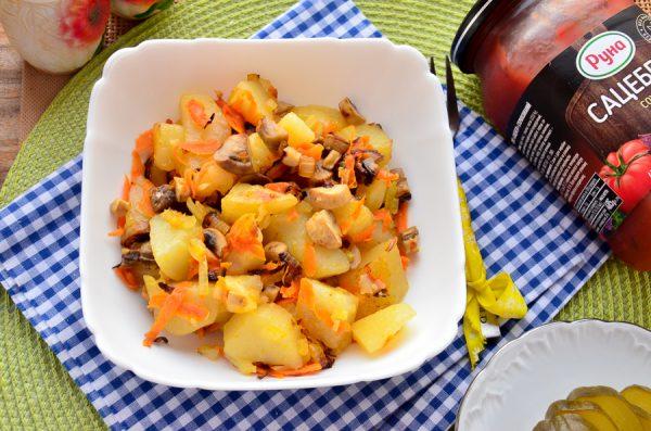 Картофель, тушенный с шампиньонами
