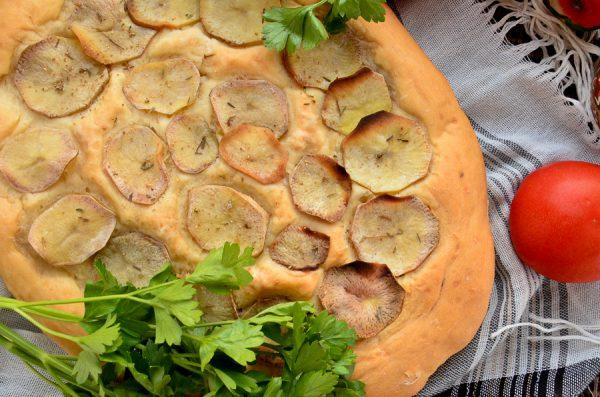 Фокачча с картофелем и тимьяном