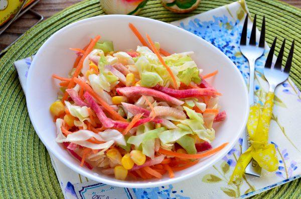 Салат с капустой и арбузной редькой