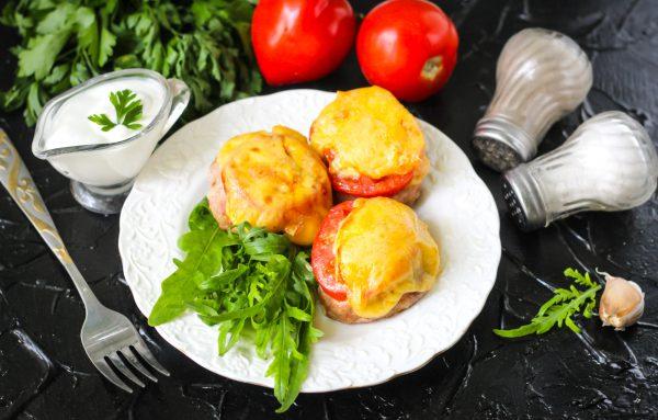 Котлеты с помидорами и сыром в духовке