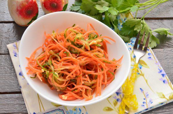 Закуска из огурцов и моркови по-корейски