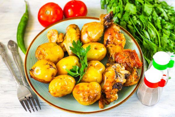 Курица с картофелем в рукаве в духовке