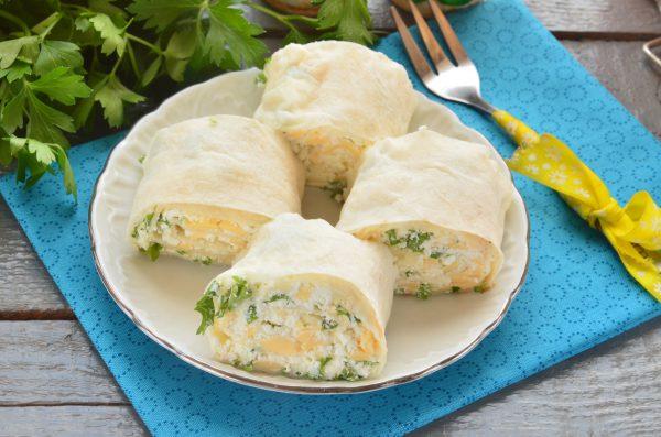 Лаваш с сыром, творогом и зеленью