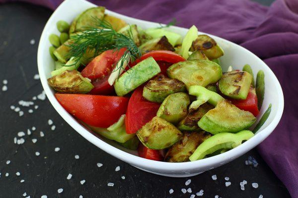 Салат с жареными кабачками и помидорами