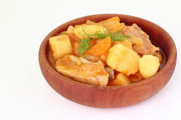 Картошка, тушенная с ребрами