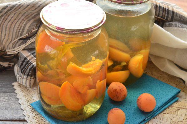 Компот из абрикосов с мятой на зиму