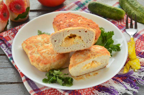 Котлеты с начинкой из сыра и яйца