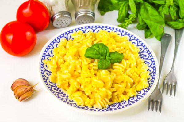 Макароны с яйцом на сковороде