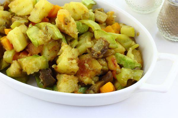 Картошка, тушенная с баклажанами и кабачками