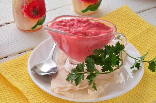 Соус из кизила с помидорами