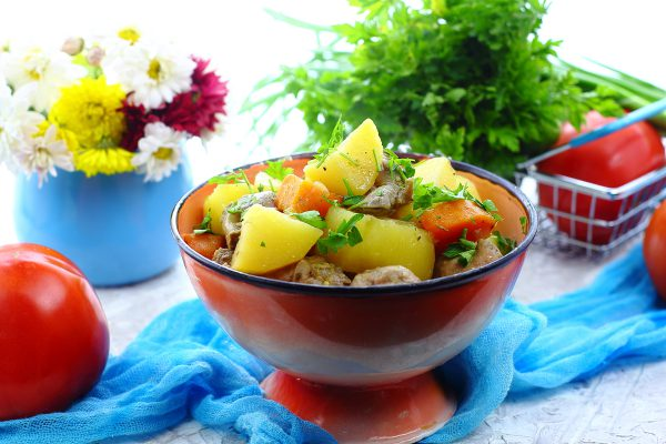 Куриные желудки с картошкой в духовке