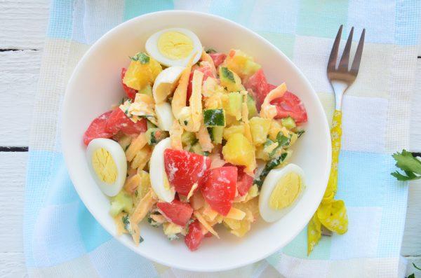 Салат с перепелиными яйцами и овощами