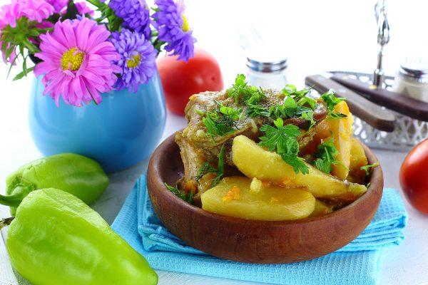 Жаркое из курицы с картошкой в духовке