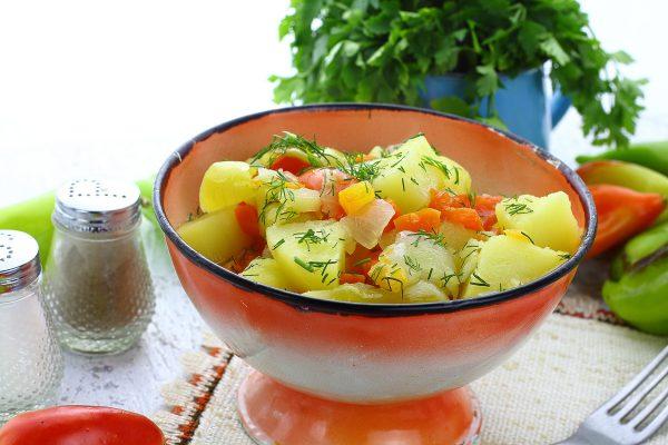 Картошка, тушенная с болгарским перцем