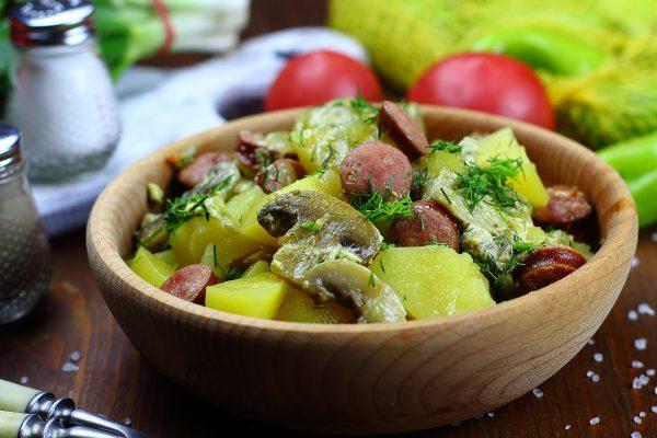 Охотничьи колбаски с картофелем и грибами