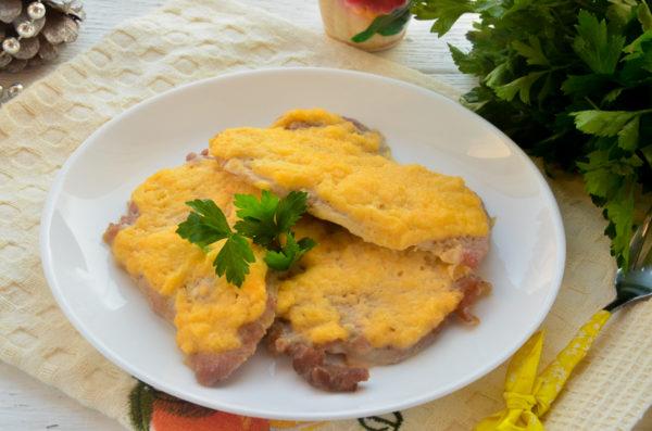 Отбивные с сыром и луком в духовке