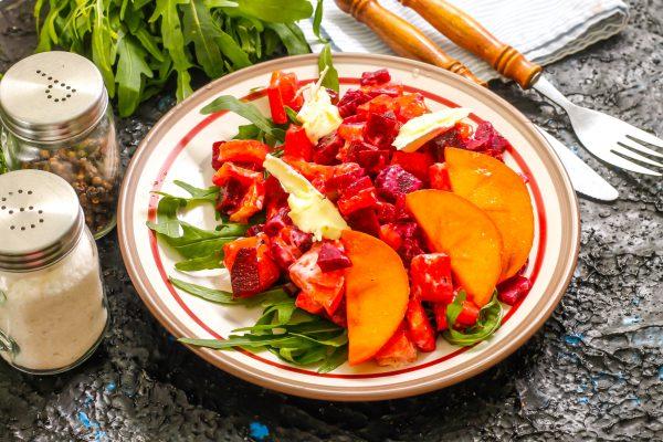 Салат с хурмой, свеклой и сыром