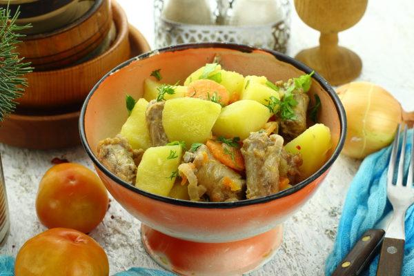 Куриные шейки с картошкой