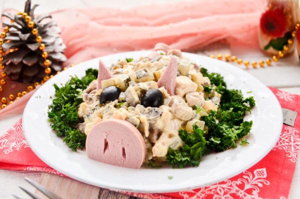 Салат Поросенок с курицей и грибами