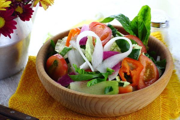 Салат с дайконом и помидорами