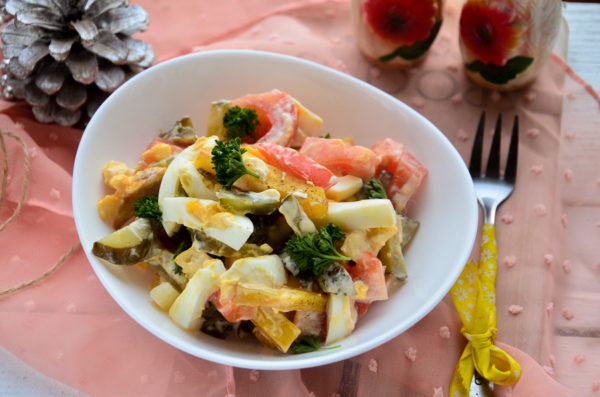 Салат с печеным картофелем и помидорами