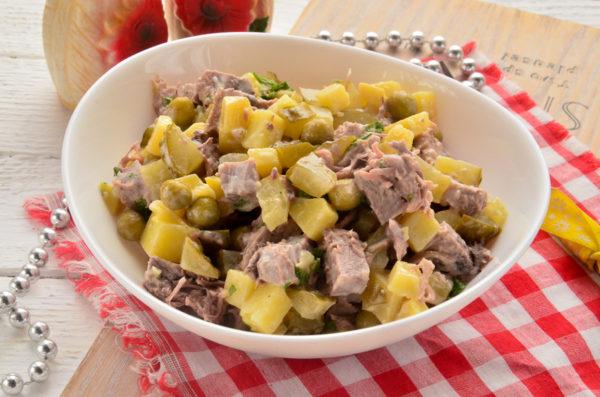 Салат с языком и соленым огурцом