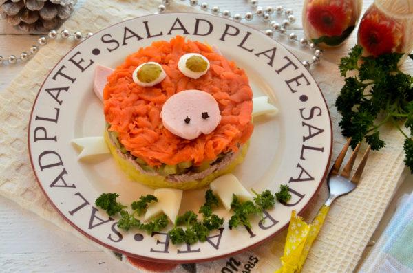 Слоеный салат с тунцом на год Свиньи