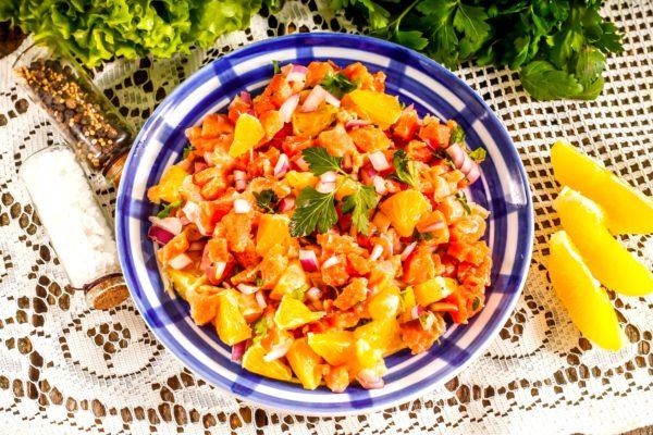 Тартар из красной рыбы с апельсинами