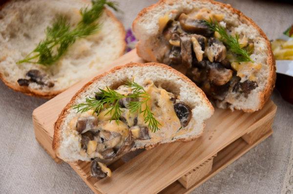 Булочки с грибами и сыром в духовке