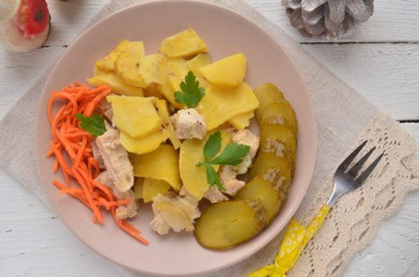 Филе индейки, запеченное с картофелем в духовке