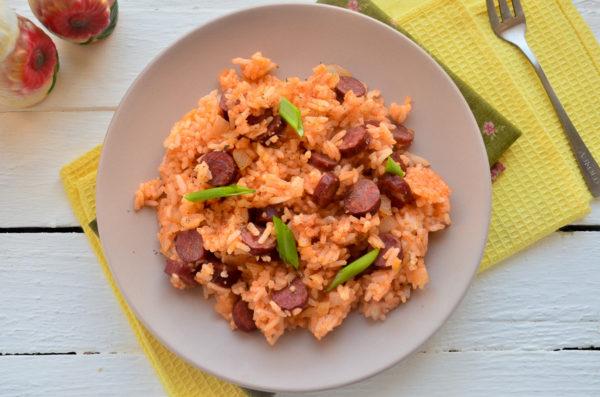 Рис с охотничьими колбасками