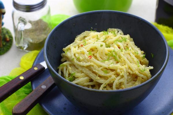 Спагетти с яйцом и сыром