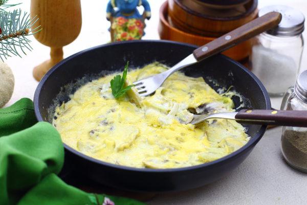 Жюльен с грибами, приготовленный на сковороде