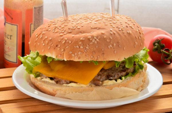 Бургер с сыром чеддер