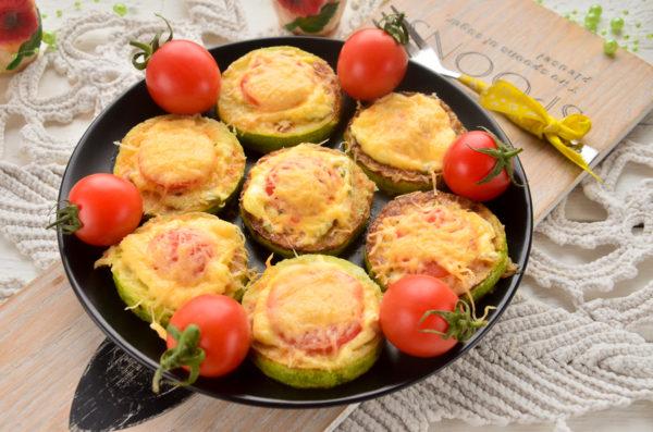 Кабачки с помидорами черри