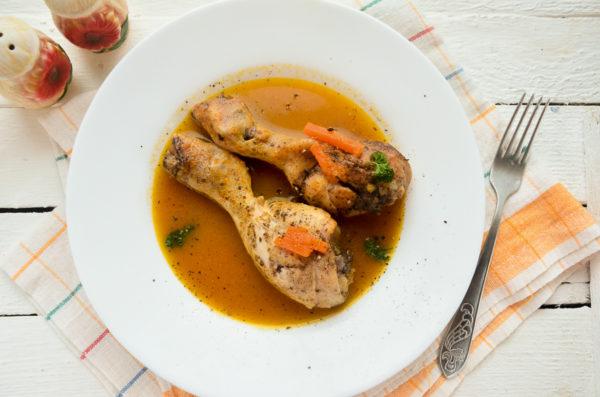 Куриные ножки на сковороде с подливкой
